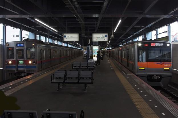 Photos: 京成線青砥駅1,2番線 京成3053Fアクセス特急羽田空港行き 京成3658F快速特急上野行き