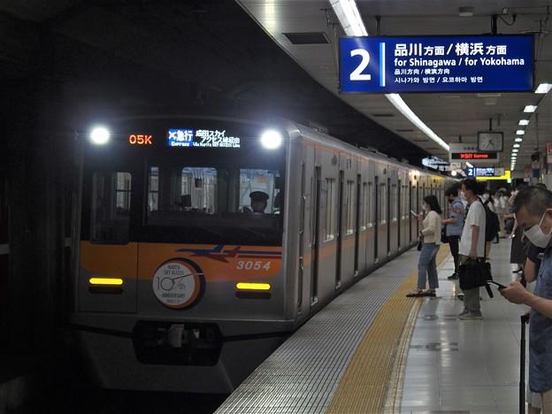 京急線大鳥居駅2番線 京成3054F(成田スカイアクセス線開業10周年HM)エアポート急行成田空港行き進入