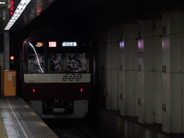 都営浅草線東日本橋駅2番線 京急602Fアクセス特急成田空港行き後方よし