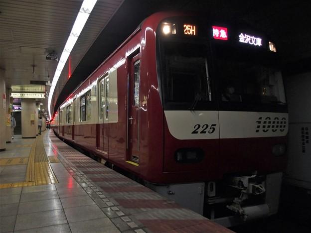Photos: 都営浅草線浅草橋駅1番線 京急1225F特急金沢文庫行き