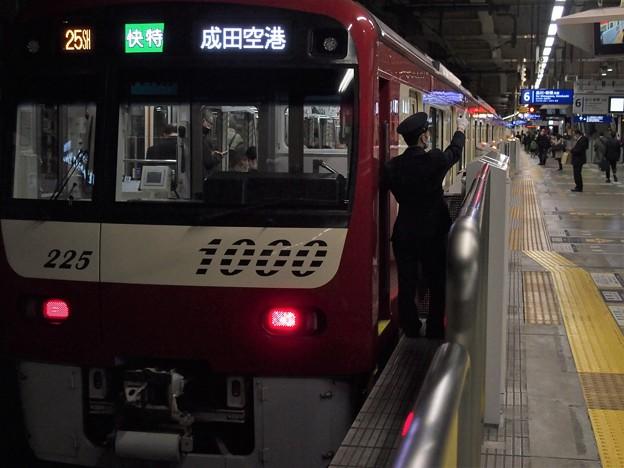 京急線京急蒲田駅6番線 京急1225F快特成田空港行き側面よし