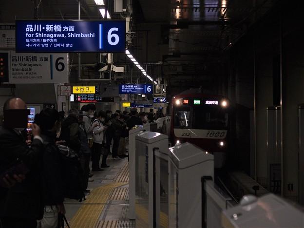京急線京急蒲田駅6番線 京急1225F快特成田空港行き側面よし進入