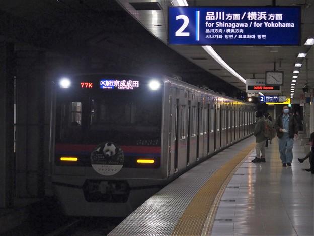 京急線大鳥居駅2番線 京成3033F(ありがとうシャンシャンHM)エアポート急行京成成田行き進入(2)