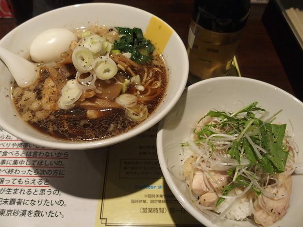 塩生姜らー麺専門店MANNISH 温かい神田ブラック、蒸し鶏ご飯