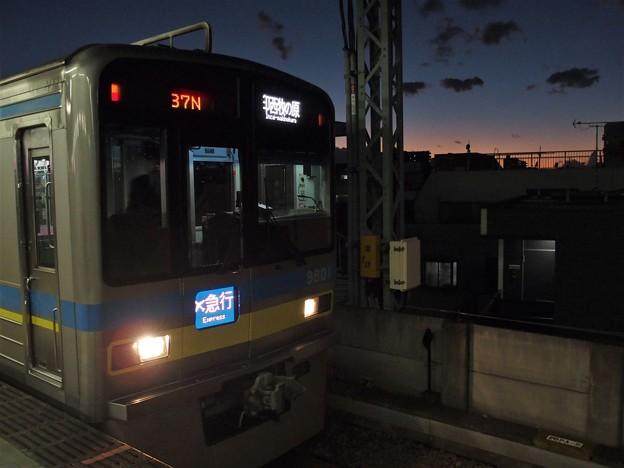 京急線平和島駅4番線 北総9808Fエアポート急行印西牧の原行き