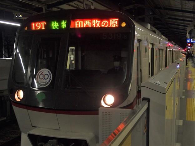Photos: 京急線京急川崎駅6番線 都営5319F(相互直通60周年HM)快特印西牧の原行き
