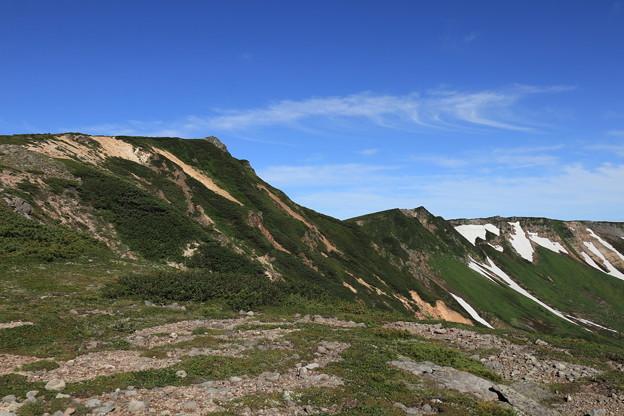 化雲岳山頂を見上げる
