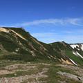 写真: 化雲岳山頂を見上げる