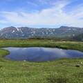 写真: 旭岳とポン沼