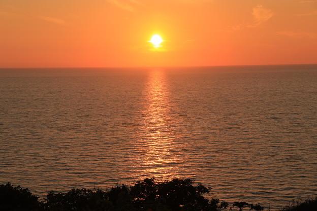 写真: 日本海に沈む夕日1