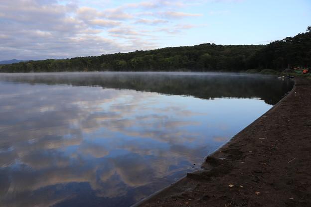 写真: 早朝の大沼公園