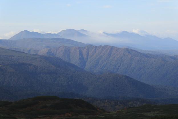 十勝岳連峰を望む