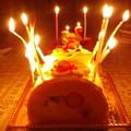 写真: 妹よ、意識していなかったがキミのバースデーケーキにはマッドマックス感が漂っていたぞ。ありあわせの蝋燭