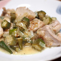 写真: 鶏肉とオクラの煮込み