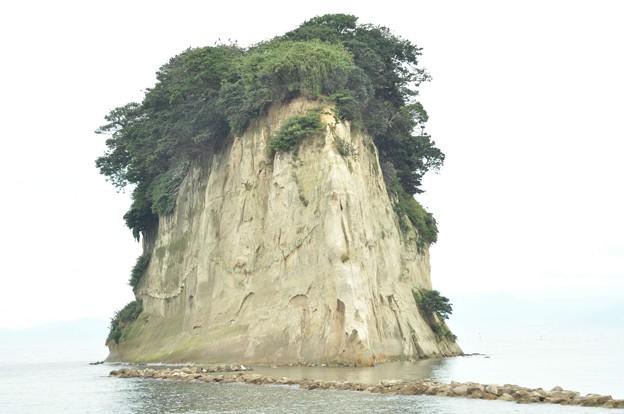 見附島(別名  軍艦島)
