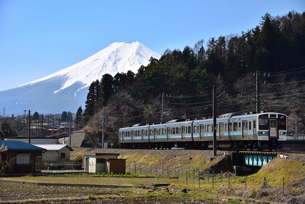 211系1000番台(JRからの直通列車)