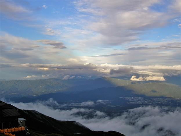 Photos: 赤岳の影