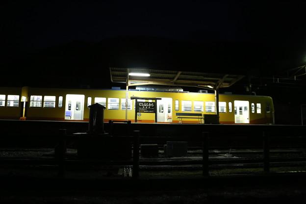 夜の始発駅