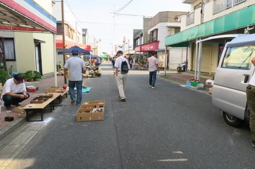 写真: 木下駅南骨董市(2018年8月)閑散