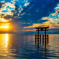 Photos: 湖上の鳥居