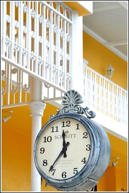 写真: 「第129回モノコン」宝石店の時計