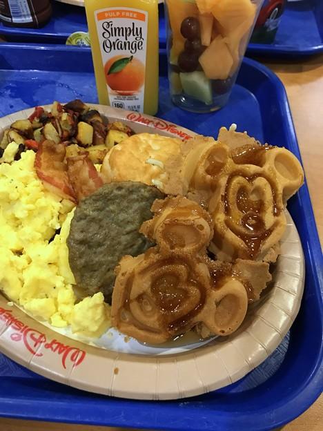 写真: Mickey Waffles 8-23-18