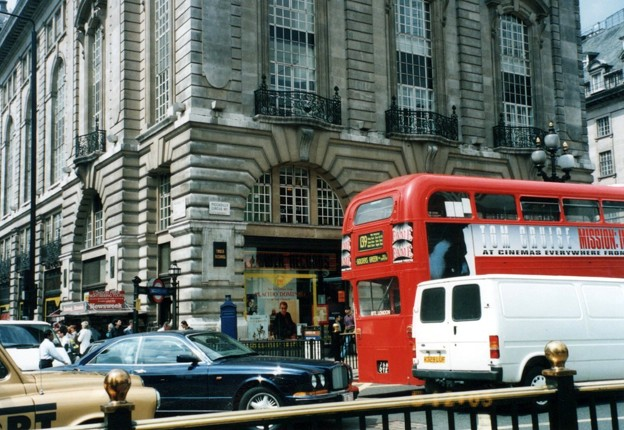 Piccadilly Circus 5-July-1996