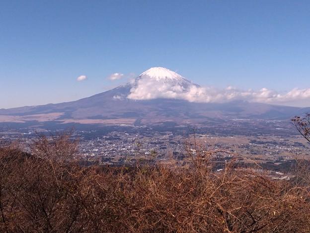金時山ハイキング、途中の休憩所から見た富士