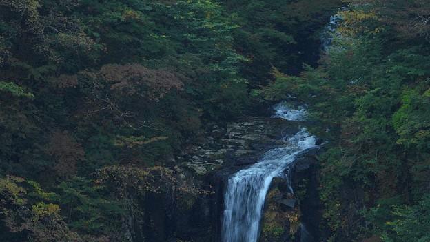 秋の三階の滝