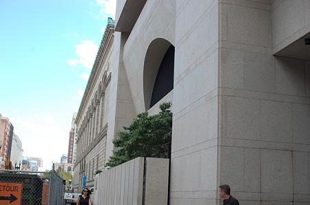 公共図書館外観