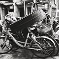 写真: 自転車と風呂桶