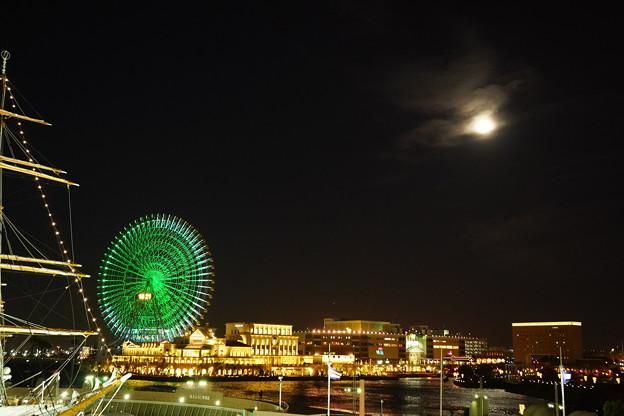 写真: 地上の丸と空の丸