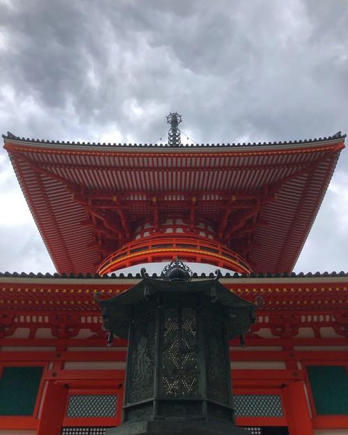 雨雲と根本大塔