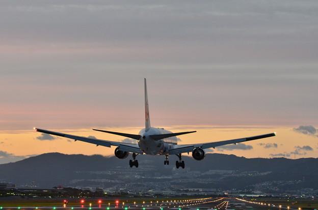 夕暮れの伊丹空港