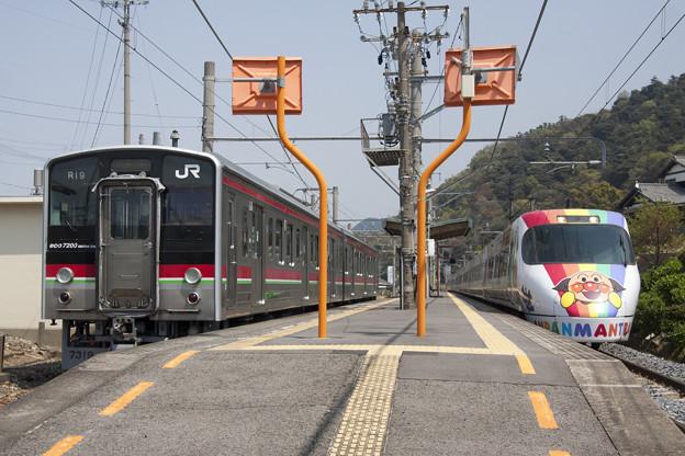 7200系+8000系アンパンマン列車