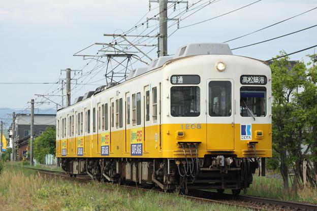 Photos: 琴電1200形(新鮮市場きむら)