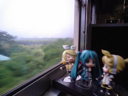 伊比井→北郷間。ここで一つ峠を越えます。 リン:「はぁもっぴ時刻...