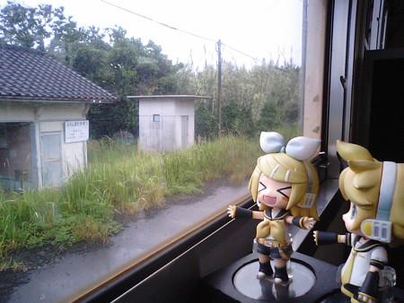 福島高松駅に停車。 リン:「宮崎県なのか福島県なのか香川県なのか...