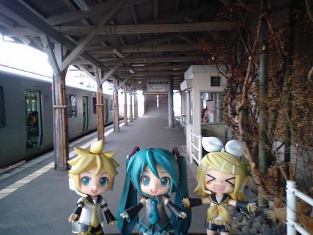 ミク:「南熊本駅に着きました!!」 リン:「きゃはははwww 徹夜...
