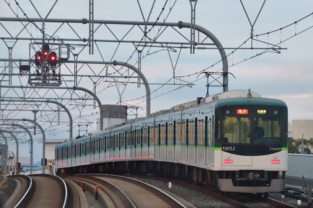 2018_1104_165233淀車庫への入出庫線で出番待ちの急行電車