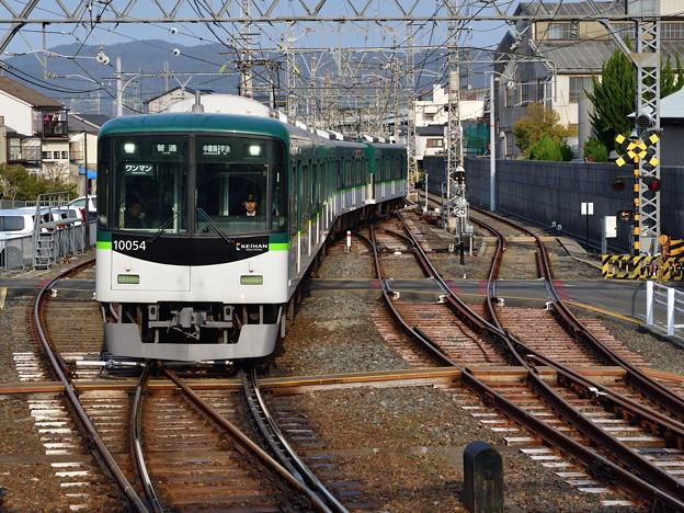 2019_0406_162536 宇治線の電車到着