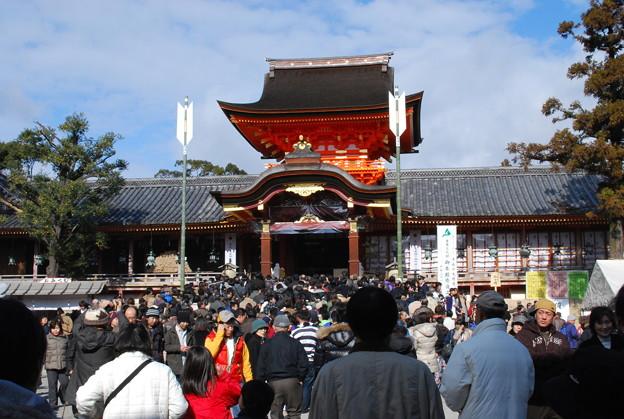 2009_0103_120036AA 初詣の賑わい