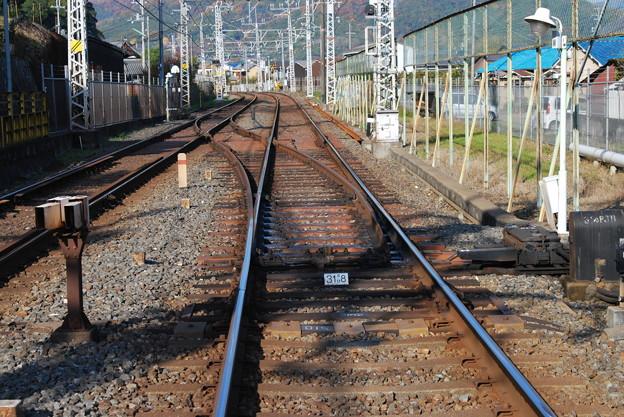 2009_1206_101456 八幡市駅下手の渡り線
