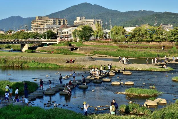 2019_0915_163731 加茂大橋から比叡山と出町柳駅を望む