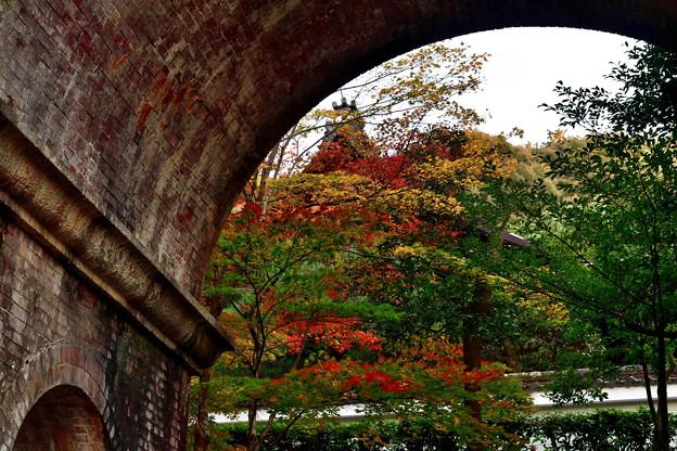 Photos: 2019_1119_161321 南禅寺 水路閣と南禅院の紅葉