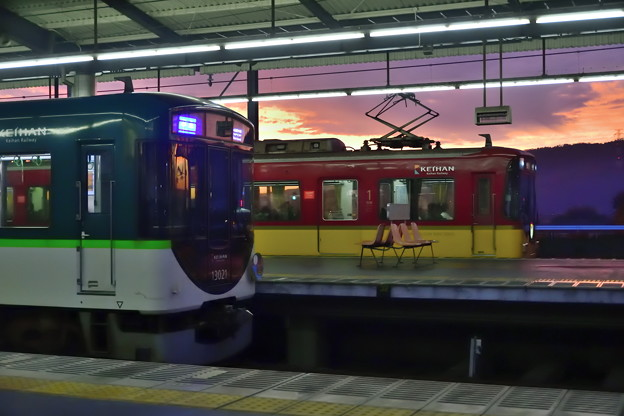 2019_1124_165746 樟葉駅