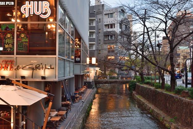 2020_0113_165826 高瀬川と木屋町通