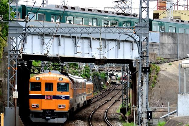 2013_0501_153630_01 近鉄ビスタカーと京阪の交差