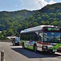 Photos: 2020_0830_141757 渡月橋を行くハイブリッドバス