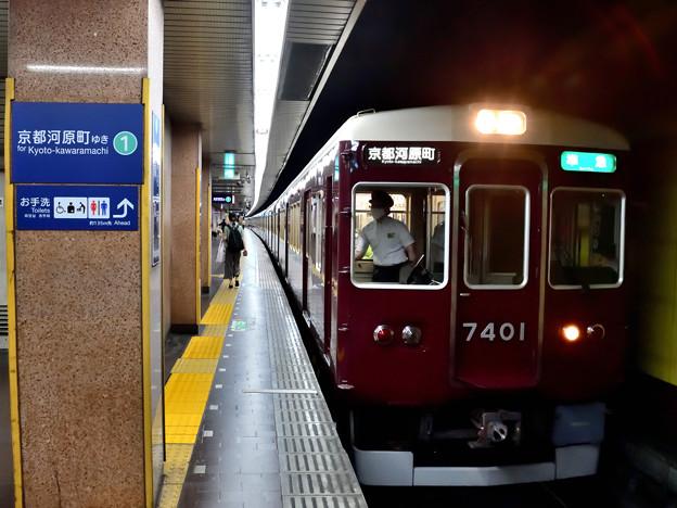2020_0830_155642 阪急電車 烏丸駅